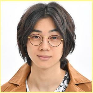 三津谷亮が3人のパパで眼鏡イケメンに!衣装もおしゃれ!画像あり